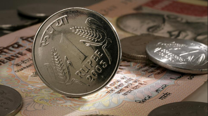 Rupee May fall to 70 against dollar this week , Says Bankers