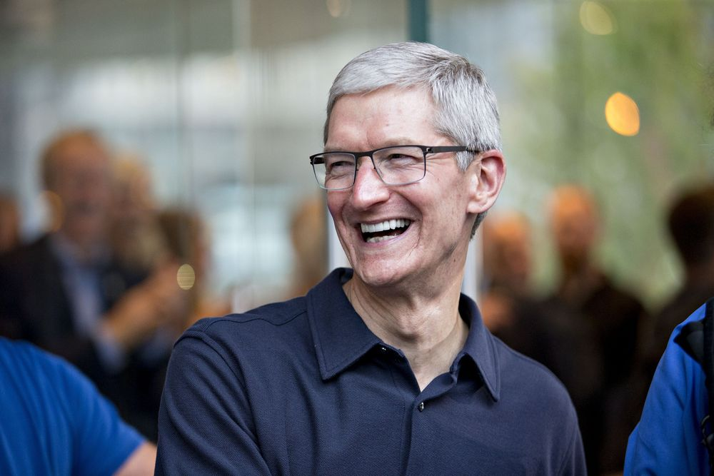 Apple hits $ 1 trillian Mark, CEO Tim Cook Richer By $57 Million