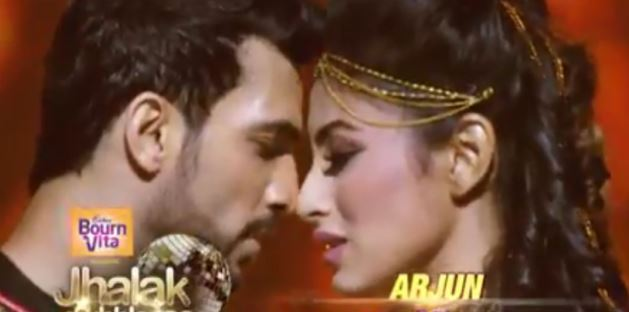 Arjun Bijlani and Mouni Roy's sizzling chemistry sets the stage on fire
