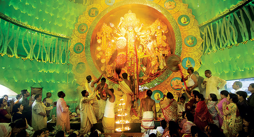 Durga idol made of pure gold and it costs Rs 50 lakh